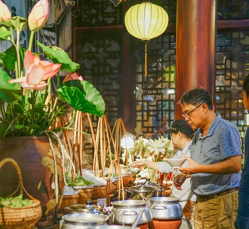 tan-huong-bua-toi-tai-nha-hang-soho-buffet